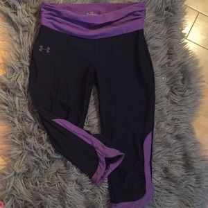 Under armor capri with purple piping and ruching